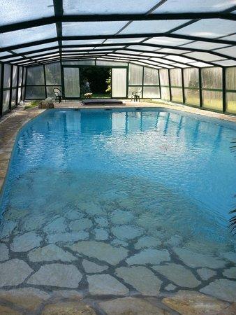 Chateau de Camperos : La piscine et le jacuzzi au fond