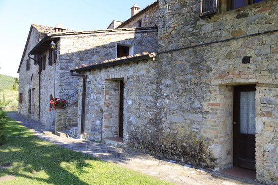 Rocca di Cispiano: The rooms adjoin the winery and main house.