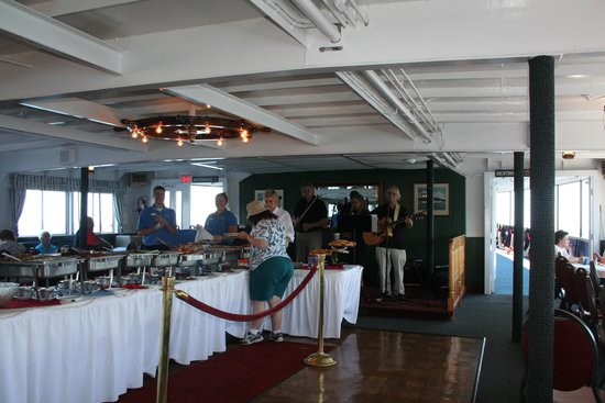 Lake Winnipesaukee: Buffet on board the boat