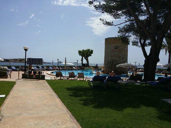 Piscina picture of hotel torre del mar playa d 39 en bossa for Piscina torre del mar