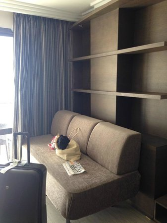 Intertur Hotel Hawaii Mallorca & Suites: sofa in room
