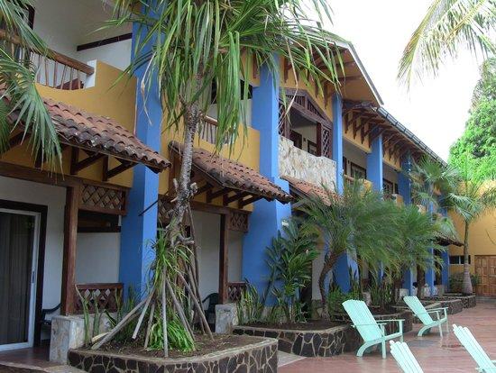 Hotel Europeo : Habitaciones al lado de la piscina