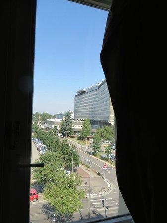 Ibis Lyon Est Bron : Open view from window