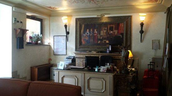 Hotel Aventino: Ресепнш