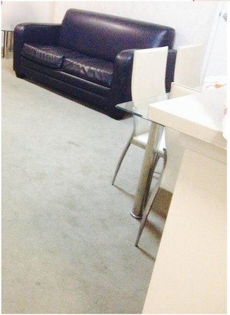 Fiori Apartments: Carpet is dirty.
