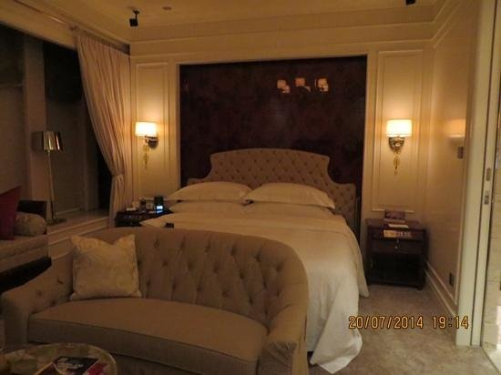 The St. Regis Singapore: King Size Bed