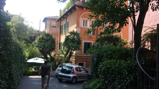 Hotel Aventino: Дворик отеля
