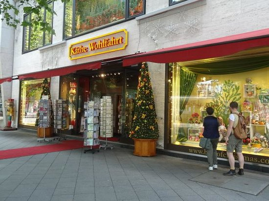 Park Inn by Radisson Berlin Alexanderplatz: christmas shop open all yr round