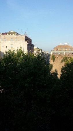 Hotel Versailles: Вид из окна 6- го этажа