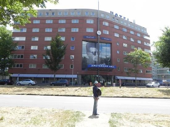 WestCord Art Hotel Amsterdam: across the road