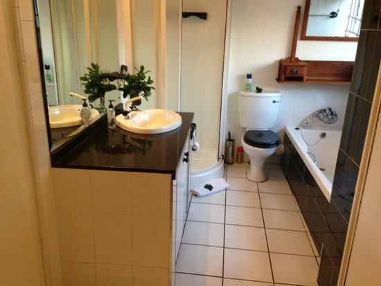5th Avenue Gooseberry: bathroom