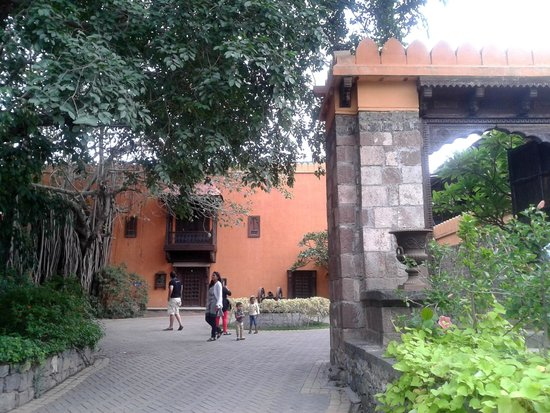 Fort JadhavGADH : The entrance to the Museum