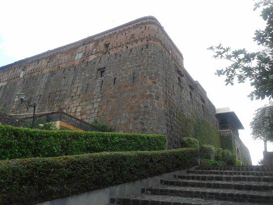 Fort JadhavGADH : Fort walls