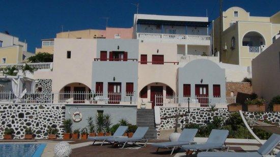 Dream Island Hotel: Chambres autour de la piscine