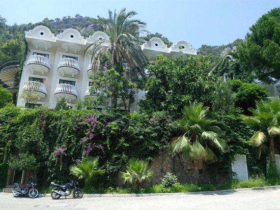 Flamingo Hotel : Вид с соседнего корпуса
