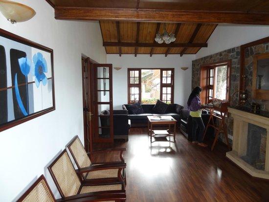Villa Retreat: Reception and reading room