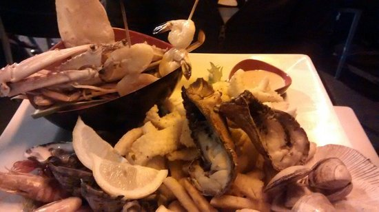 Yellowfin Seafood Restaurant: Seafood platter
