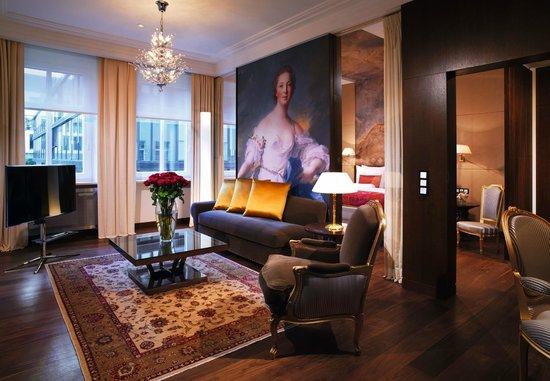 Hotel Vier Jahreszeiten Kempinski Munchen: Our Suite
