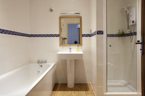 The Hope and Anchor: Bathroom