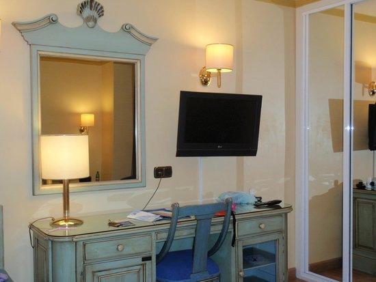 Hotel Corona de Granada: camera