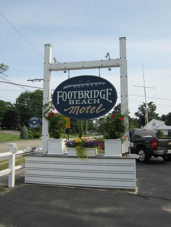 Footbridge Beach Motel : Footbridge Motel Sign