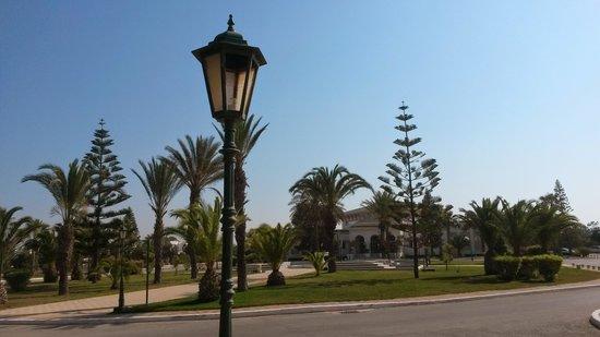 Hotel Le Royal Hammamet: hotel-gardens