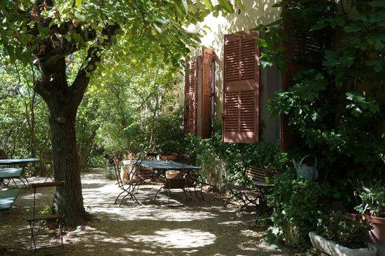 Atelier Cezanne: дворик