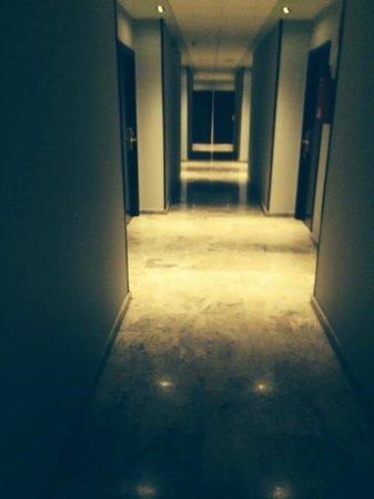 Hotel Sercotel Ciscar: corridoio per le stanze