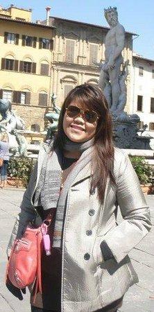 Piazza della Signoria : outside Piazza Signoria, behind me is the statue of David