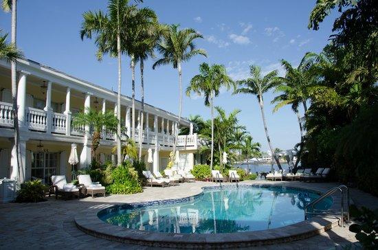 The Pillars Hotel Fort Lauderdale : Vista dos quartos por fora.