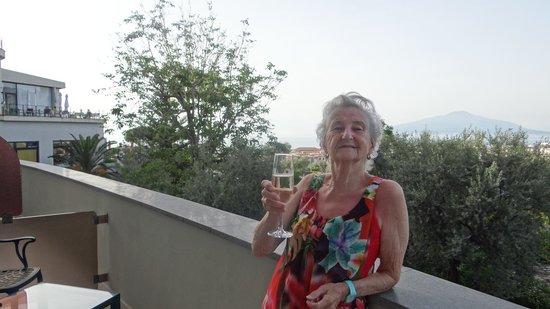 Hilton Sorrento Palace: Balacony with Vesuvius view