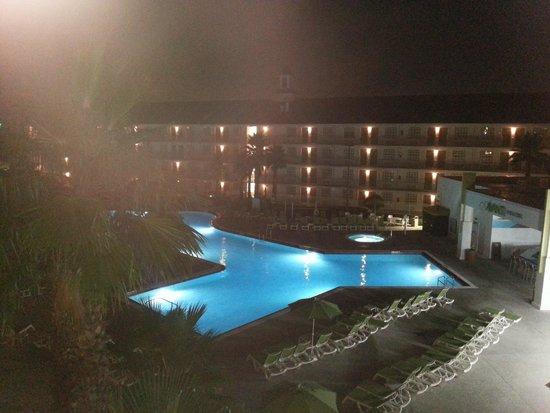 Avanti International Resort: After midnight veiw from room