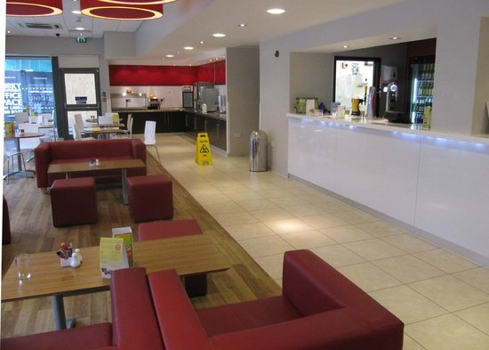 Travelodge Liverpool Central Exchange Street Hotel: Cafe - breakfast/evening meal