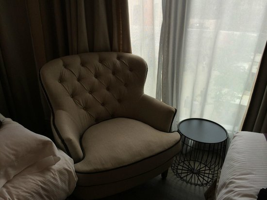 Hotel Barcelona Catedral: Comfy chair