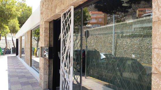 Restaurante-Arrocería El Rincón del Faro: Entrada por fuera.