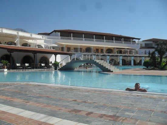 Holidays In Evia & Eretria Village Hotels: Piscine et restaurant