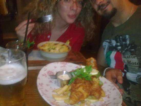 White Lion: cottage pie and fish and chips