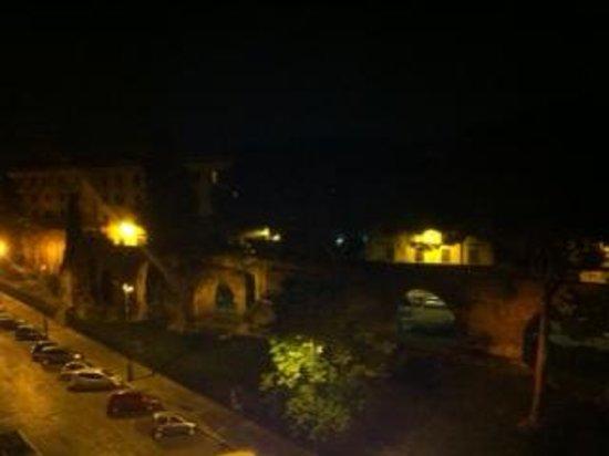 Hotel Bled : vue rempares depuis terrasse