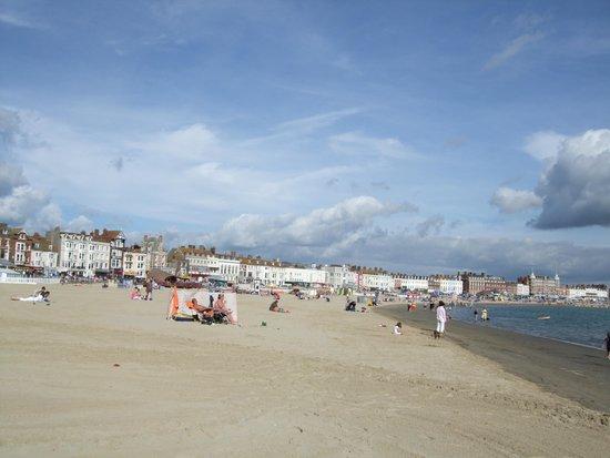 Seaspray Guest House: lovely beach