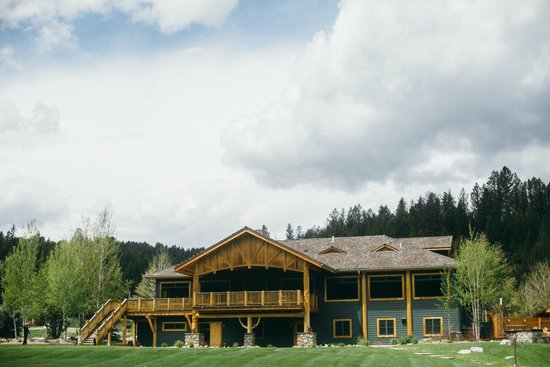 Rainbow Ranch Lodge: Back view of main lodge