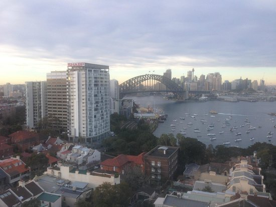 North Sydney Harbourview Hotel: Morning view