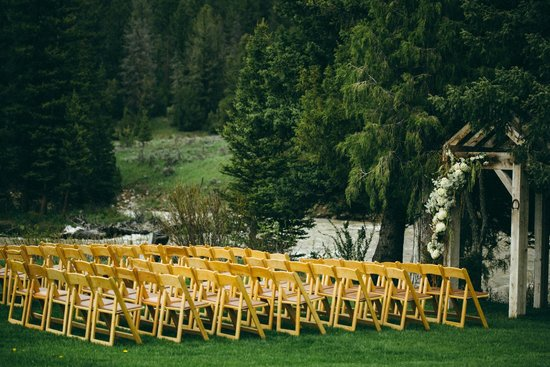 Rainbow Ranch Lodge: Wedding Altar on Gallatin River