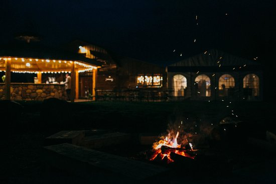 Rainbow Ranch Lodge: Fire pit and party area for reception