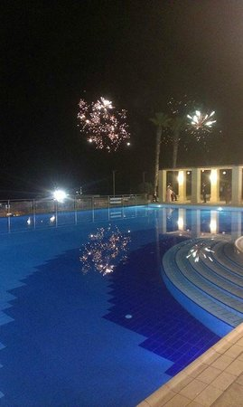 Hilton Malta: Fireworks during our first dance