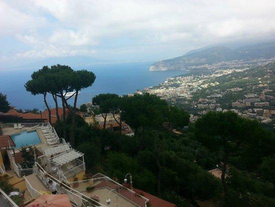 Hotel Residence Le Terrazze: Vista dalla terrazza, Piscina e Panorama