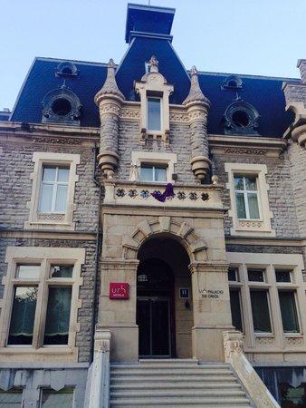 URH Palacio de Oriol Hotel: Entrada del hotel