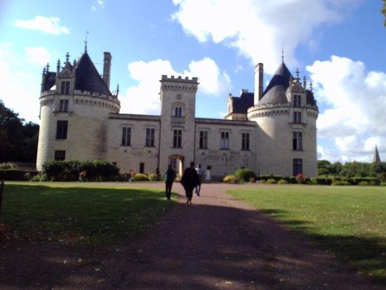 Chateau de Breze: vue en arrivant
