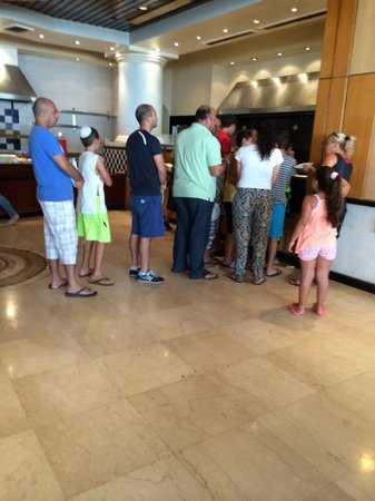 David Dead Sea Resort & Spa: Heated arguments in the egg/omlette line