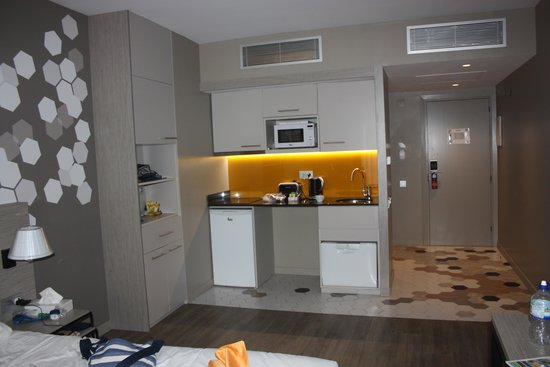 Citadines Ramblas Barcelona : Kitchen area