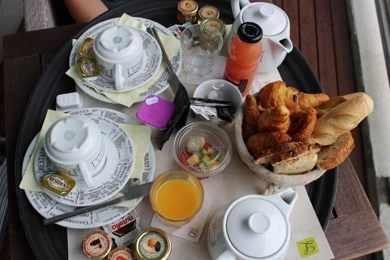 Les Voiles : petit dejeuner servi en chambre